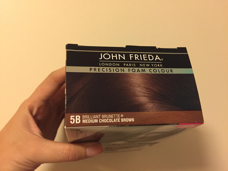 Cat rambut ini biasalah isinya ada cat rambut sarung tangan plastik dan botol kecil hair conditioner
